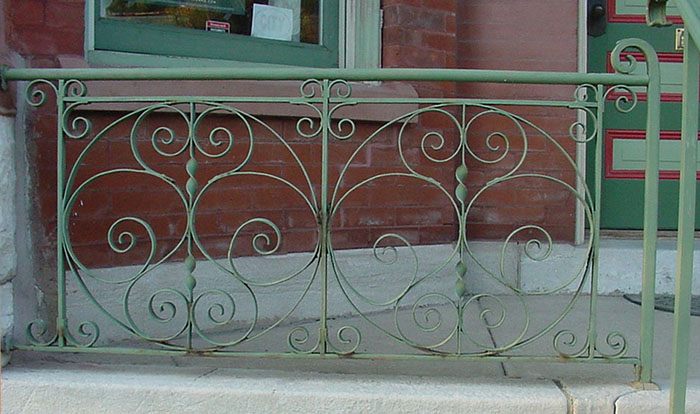 Complete view of old iron railing.